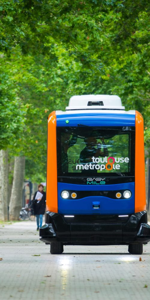 The inhabitants of the city of Toulouse, walk next to a mini electric bus autonomous, on the esplanade Alain Savay. This transport is free / Photo credits: flydragon / 2018 / Source: depositphotos.com, ©2019