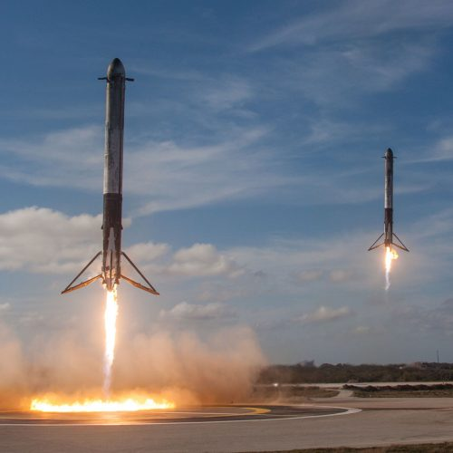 SpaceX Falcon Heavy Landing, Kennedy Space Center, Merritt Island, United States / Photo credits: SpaceX / 2018 / Source: unsplash.com, Public Domain (PD), 2019