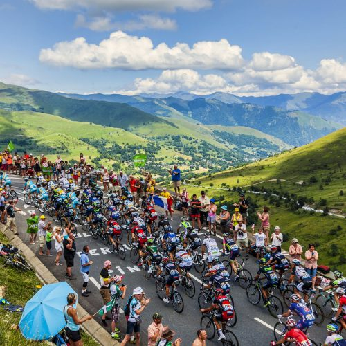 The peloton climbing the road to Col de Peyresourde in Pyrenees Mountains during the stage 17 of Le Tour de France / Photo credits: razvanphoto / 2014 / Source: depositphotos.com, ©2019