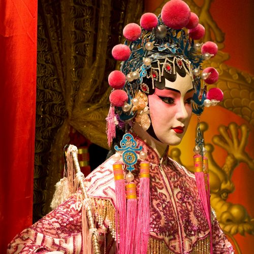Chinese opera dummy and red cloth as text space / Photo credits: cozyta / 2010 / Source: depositphotos.com, ©2019
