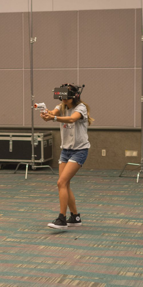 Woman tries virtual glasses headset during VRLA Expo / Photo credits: bettorodrigues / 2015 / Source: depositphotos.com, ©2019