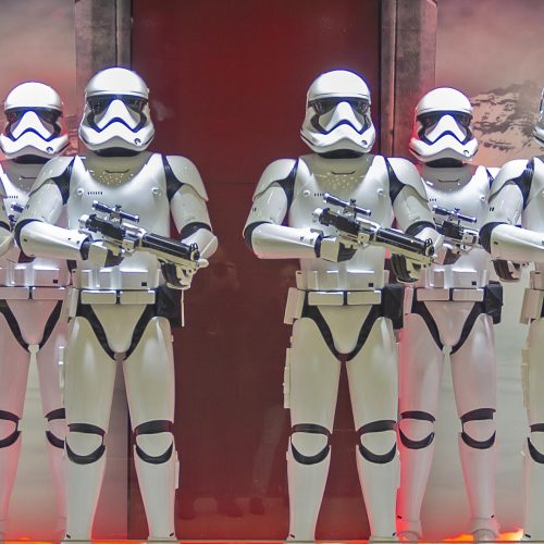 Festive window dressing in Parisian department stores for Christmas. Star Wars storm troopers / Photo credits: possum / 2015 / Source: depositphotos.com, ©2019