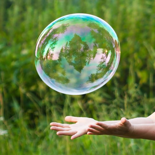 Hand catching a soap bubble / Photo credits: nikkytok / 2012 / Source: depositphotos.com, ©2019