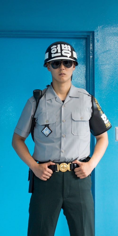 Soldier in blue building at North South Korean border / Photo credits: loes.kieboom / 2017 / Source: depositphotos.com, ©2019