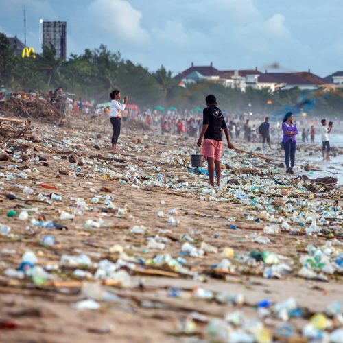 Beach pollution at Kuta beach, Bali / Photo credits: maxoidos / 2018 / Source: depositphotos.com, ©2019